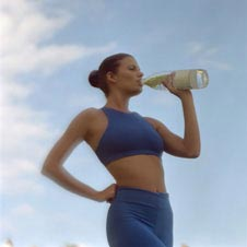 lose weight by drinking water is possible as it helps burn body fat